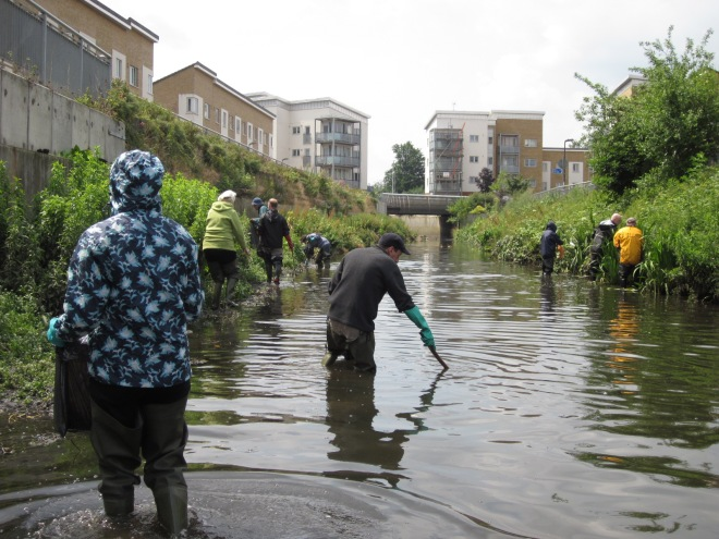River clean up in Cornmill Gardens