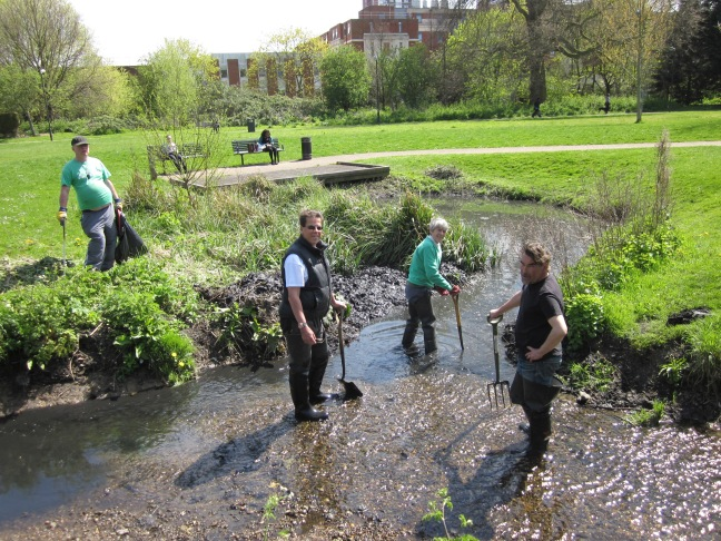 Volunteering in Ladywell Fields